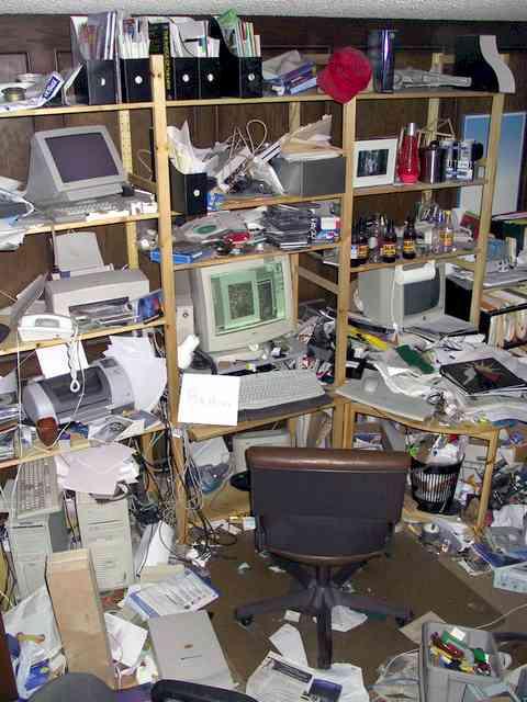 NascarGUM 01 Messy_desk_contest_winner
